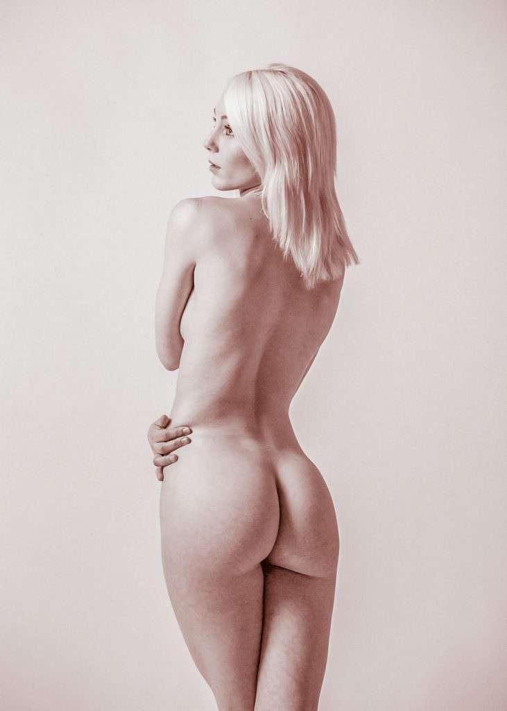 Lisa Peachy Nude